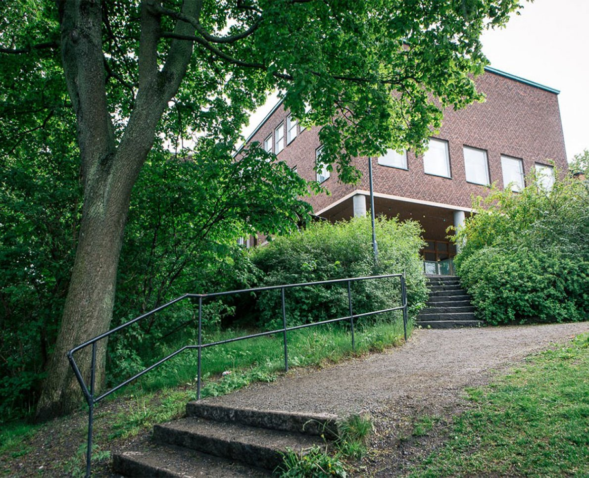 Exteriör Sjölins Gymnasium.